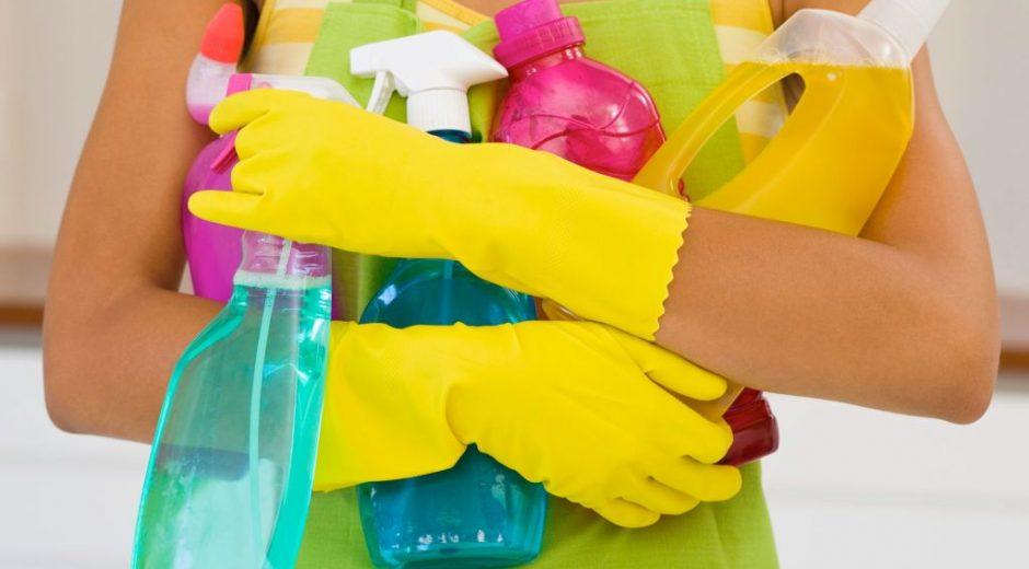 Чем чистить ванну, чтобы не повредить эмаль?